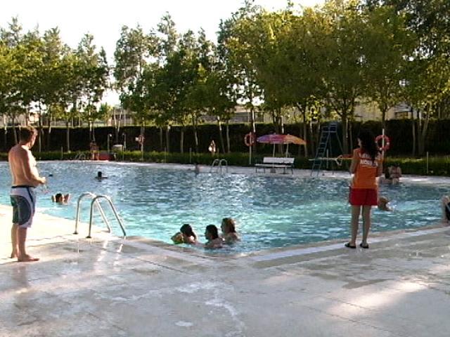 Vuelven las piscinas de verano a ser madrid sur for Piscina fuenlabrada